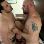 Stocky-Dude-Skotts-Sex-Tape-Threeway-Chubby-Guys-Bareback-Sex-Amateur-Gay-Porn-08-150x150 Amateur Chubby Bear Bareback Threesome With 2 Daddies and 1 Cub