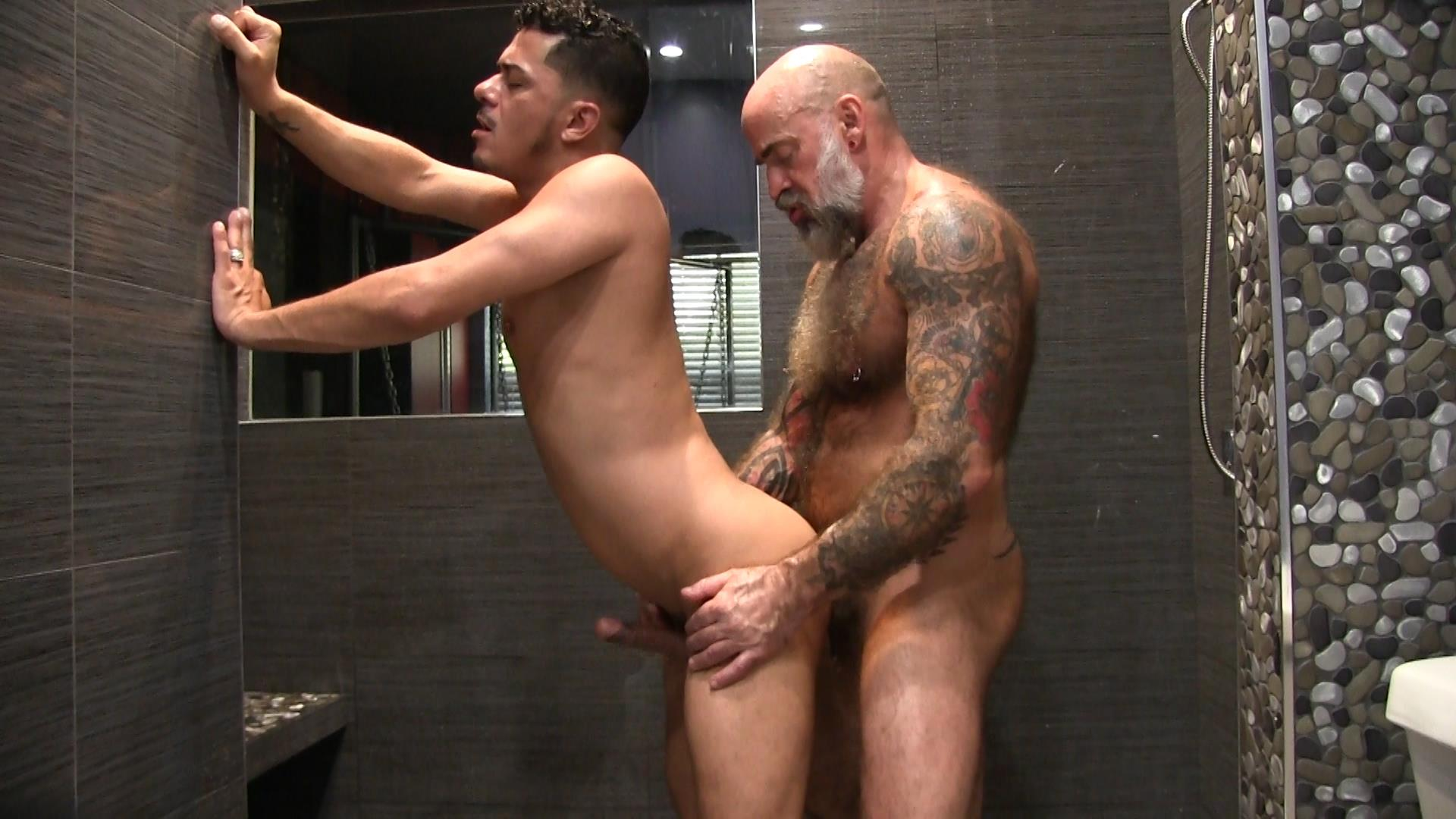 Victor-Cody-XXX-Nate-Pierce-and-Cesar-Xes-Bareback-Bathhouse-Sex-14 Getting Fucked By A Hairy Daddy In The Bathhouse Shower